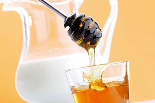 Công dụng của mật ong rừng và sữa tươi nguyên chất